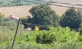 Loro Piceno, trattore si ribalta: grave un agricoltore