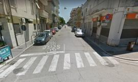 Civitanova, parcheggi selvaggi all'incrocio: i cittadini si lamentano