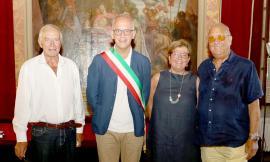 Festeggiamenti per Virgilio Ciarrocchi nella sala consiliare del Comune a Civitanova Alta