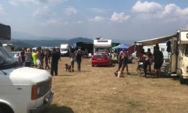 Rave sul Monte Vermenone verso la conclusione: a centinaia sfollano apparentemente senza problemi - FOTO