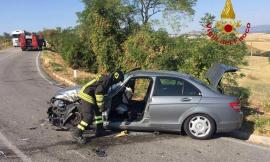 Auto contro camion a Cantagallo: in due finiscono all'ospedale