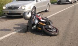 Sarnano, scontro tra auto e moto: tre feriti, grave un centauro
