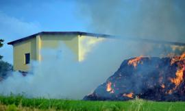 Loro Piceno, un fulmine provoca un incendio