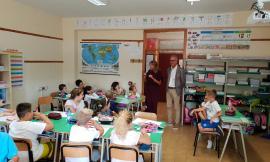 Civitanova, per il primo giorno di scuola il sindaco torna sui banchi