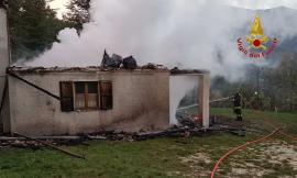 Bolognola, incendio nella notte: in fiamme un'abitazione