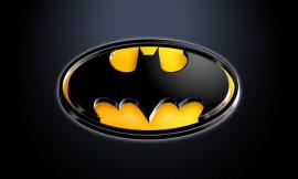 Dice ai poliziotti di essere Batman, ma era solo ubriaco: denunciato un 29enne