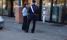 Appignano, ruba il casco a una ragazzina davanti al supermercato: 46enne denunciato