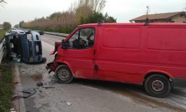 Porto Potenza, un furgone e un'auto si scontrano: interviene l'eliambulanza - FOTO