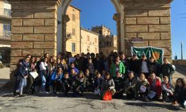 Loro Piceno, i ragazzi della scuola secondaria Papa Giovanni ciceroni per  studenti di altri Istituti