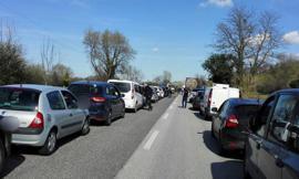 Cade con lo scooter: incidente in superstrada tra Montecosaro e Morrovalle