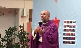 """Macerata, il vescovo Marconi incontra i giovani del """"Matteo Ricci"""" per il Natale"""