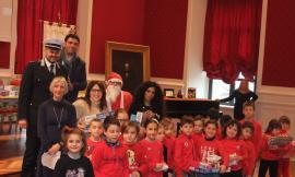 Recanati, festa in Aula Magna: premiate le letterine a Babbo Natale (FOTO)