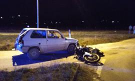 Scontro tra auto e moto: muore una ragazza (FOTO)