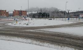 Forte nevicata in corso a Tolentino: strade imbiancate (FOTO)