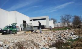 Belforte del Chienti, abbandonava in maniera illecita rifiuti speciali: deferito imprenditore edile