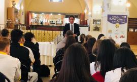 Cingoli, esperienza sensoriale per gli studenti dell'Alberghiero con Parisse, formatore del Consorzio Grana Padano DOP