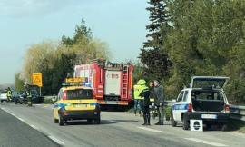 """""""L'auto della Polizia Locale e l'autovelox non erano ben visibili"""": la rabbia social dopo l'incidente sulla SS77"""