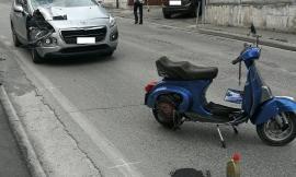 Corridonia, terribile incidente tra auto e Vespa: giovane a Torrette. È grave (FOTO)
