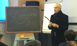 La calligrafia come cultura ritorna ad essere un argomento didattico: a Recanati l'incontro con il maestro Màlleus