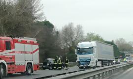 Grave incidente in superstrada all'altezza di Corridonia: tre mezzi coinvolti, un ferito grave (FOTO)