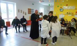 """Montecosaro, Monsignor Rocco Pennacchio in visita agli alunni dell'IC """"Sant'Agostino"""""""