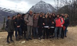 Macerata, gli studenti dell'Istituto Agrario in visita all'azienda montana di Michela Paris