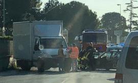 Civitanova, incidente all'incrocio della zona industriale (FOTO)