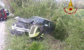Ripe San Ginesio, frontale tra due auto lungo la Provinciale: 2 feriti in Ospedale