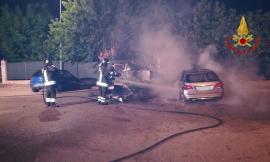 Morrovalle, incendio nella notte: in fiamme un camper ed un'auto (FOTO)