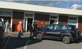 Paura a Camerino, 55enne cerca di uccidere l'ex compagna e la accoltella ad una mano (VIDEO)