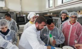 """Cingoli, iniziativa """"Dall'orto in tavola"""" dell'Istituto Alberghiero: protagonisti gli alunni con disabilità"""
