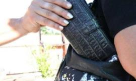 Recanati, ruba 230 euro dal portafoglio di una donna: denunciata una 41enne