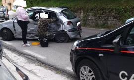 Sarnano, incidente tra due auto: feriti estratti dalle lamiere (FOTO)