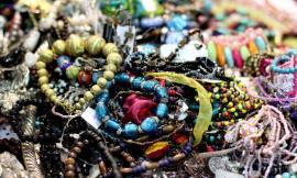 I cinque braccialetti estivi più amati dai giovani
