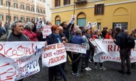"""A Roma la protesta dei terremotati: """"Ricostruzione assente, vogliamo risposte concrete"""" (FOTO)"""