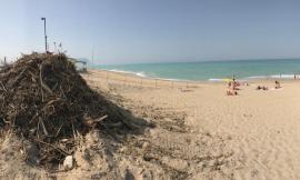 Porto Recanati, stagione aperta e spiagge con cumuli di sporcizia a Scossicci: le testimonianze - FOTO
