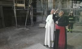Papa Francesco in visita nella zona rossa di Camerino e nella Chiesa di Santa Maria in Via (FOTO E VIDEO)