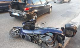 Morrovalle, scooter contro auto in via Michelangelo: due persone in ospedale (FOTO)