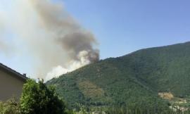 Emergenza incendi: Vigili del Fuoco in azione a Fiuminata e Potenza Picena (VIDEO)