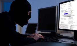 Montecosaro, ruba le credenziali PayPal e fa shopping on-line: denunciato un 30enne