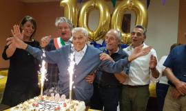 Tolentino, Federico Romagnoli festeggia 100 anni: grande festa col sindaco Pezzanesi