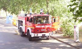 Cortocircuito a un macchinario, fiamme e fumo in una sartoria: paura a Belforte del Chienti