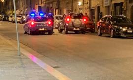 Macerata, auto imbocca Corso Cairoli contromano: la Polizia evita il peggio