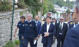 Il Premier Conte tra le macerie, nell'indifferenza dei terremotati di Castelsantangelo sul Nera (FOTO)