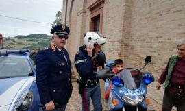 """I bambini giocano in piazza con """"Un Bel Forte in Gioco"""": grande successo per lo stand della Polizia  (FOTO)"""