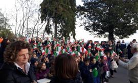 """Loro Piceno, taglio del nastro per la nuova Scuola Primaria: """"Tassello fondamentale nel tessuto sociale"""""""