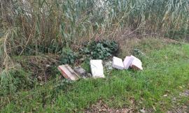 Scarico illecito di rifiuti a Pollenza: la segnalazione di un cittadino (FOTO)
