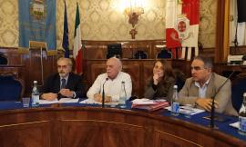 """Vertice in Provincia sulle scuole: """"No all'accorpamento degli istituti"""". Pezzanesi: """"Il decreto è un'indecenza"""""""