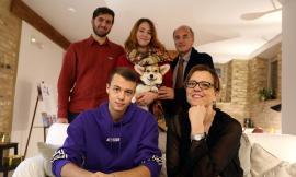 """Mogliano, scambio di auguri di Natale a """"casa Preziosa"""": Luigi e Maja Verdecchia accolgono amici e partner (FOTO)"""