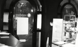 Porto Recanati, assalto dei ladri nel negozio di telefonia: le immagini di videosorveglianza (VIDEO)